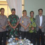 Ketua DPRD Kepri Jumaga Nadeak foto bersama dengan Panglima TNI Marsekal Hadi Tjahjanto dan Kapolri Jendral (Pol)Tito Karnavian. foto ist.