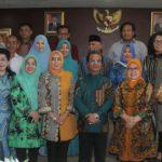 Ketua DPRD Kepri Jumaga Nadeak foto bersama dengan anggota dan pimpinan Banmus DPRD Provinsi Riau. foto ist.